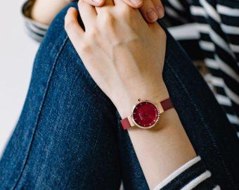 秋の装いに加えたい。上品なレッドが印象的な「BERING」の新色腕時計