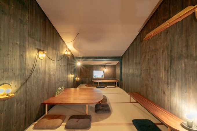 千駄木の居心地のよい古民家カフェ「雨音茶寮」の内観1