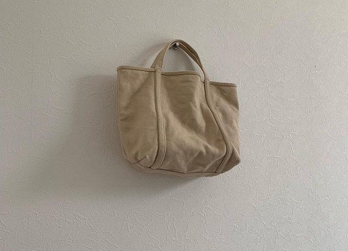 柔らかな風合いとベイクドカラーが魅力の「BLUESTORE's」の帆布トートバッグ1