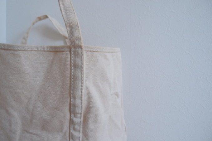 「BLUESTORE's」の帆布トートバッグの綾テープを使用した部分
