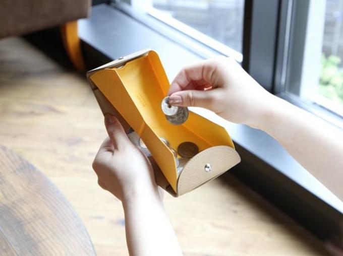小銭入れ部分がハンモックのように浮き上がって取り出しやすい、「ハンモックウォレット」