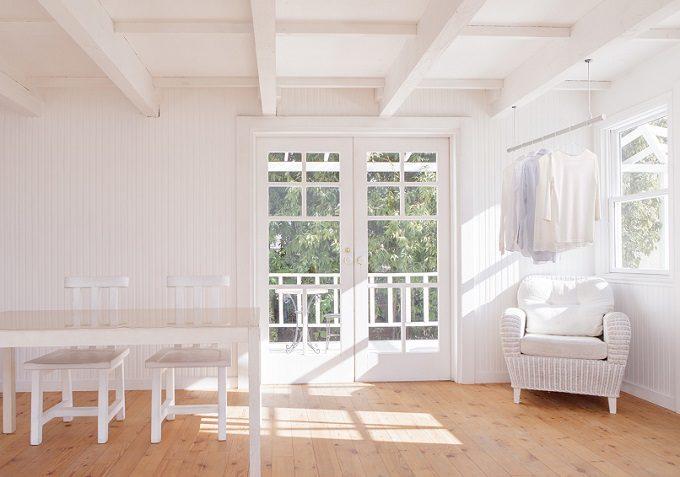 室内干しにおすすめ、インテリアを邪魔しない物干しシリーズ「hoss nagae(ホスナガエ)」使用例