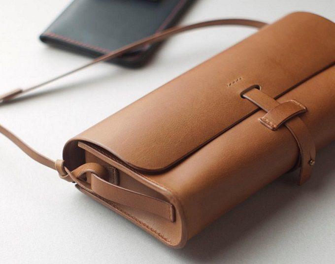皮革製品の製作所「くも舎」の手作りのレザーバッグ