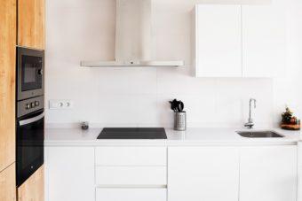 すっきりとしたキッチンを目指して。ミニマリストが教える「ものを減らす方法」とは