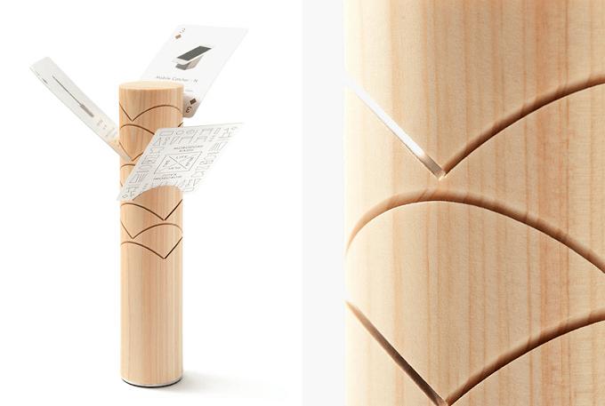 「M.SCOOP」の木製の卓上インテリア、カードホルダー