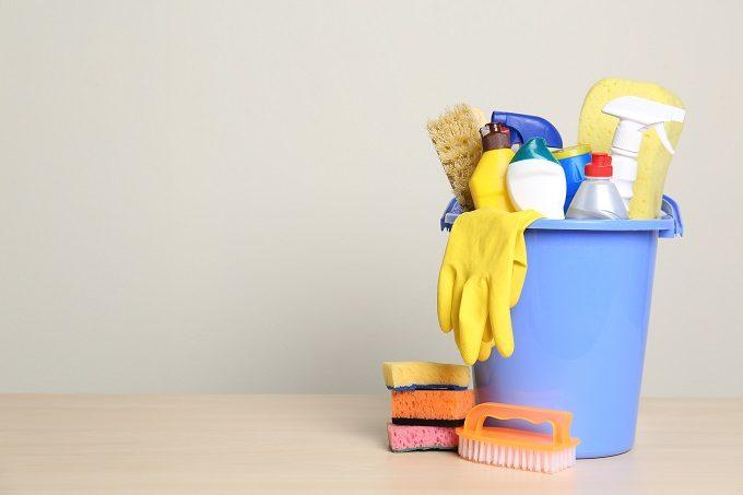 バケツやゴム手袋など掃除道具
