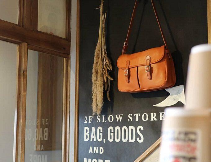 革製品ブランド「SLOW」の店内1