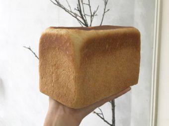 ギャラリーのような空間に並ぶ絶品パン。わざわざ買いに行きたい和歌山のパン屋「3ft」