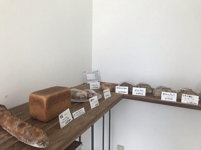 和歌山のパン屋「3ft」の店内写真
