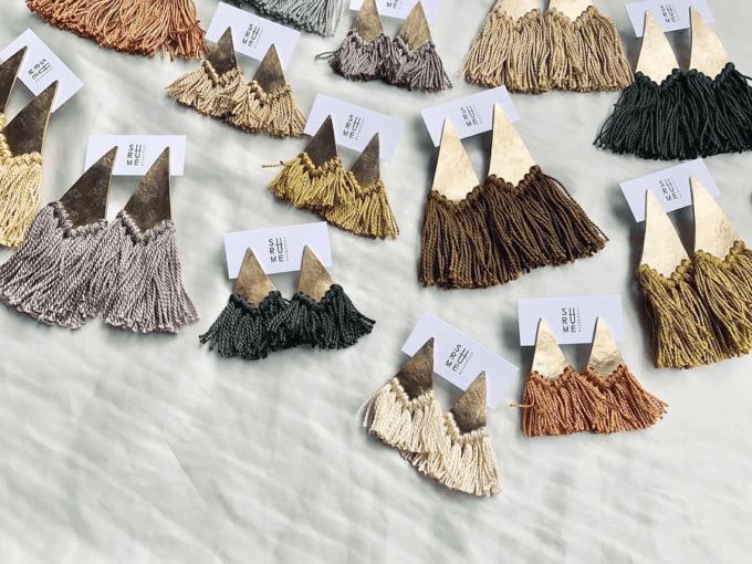 秋冬のファッションに温かみを添える「SURUME.」のフリンジピアス3