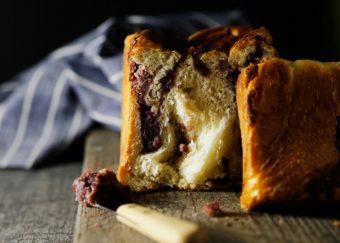 バターの香りと甘いあんこが相性抜群。クロワッサンのような食感が新鮮な「#あん食パン」