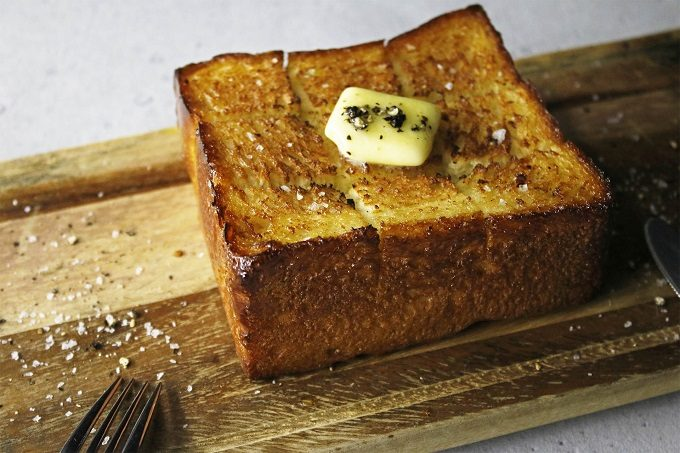 クロワッサンのようなサクサク食感とバターの香りが特徴の「#クロワッサンな食パン」