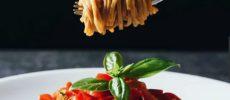 完全栄養食「BASE FOOD(R)」のヌードルを使ったトマトソースパスタ