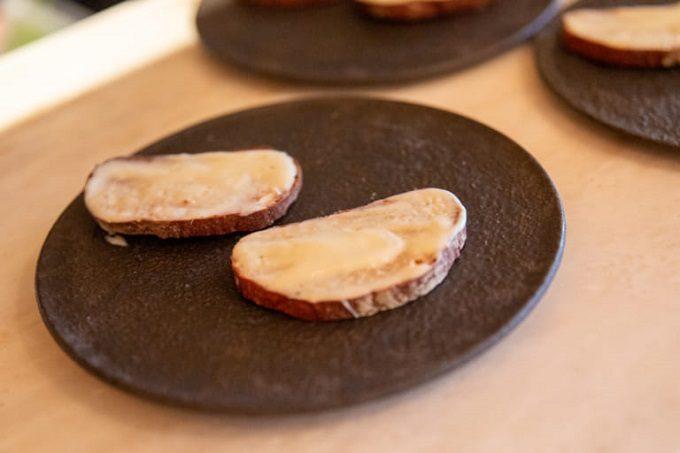 完全栄養食「BASE FOOD(R)」のパンで作る「はちみつクリームチーズ」
