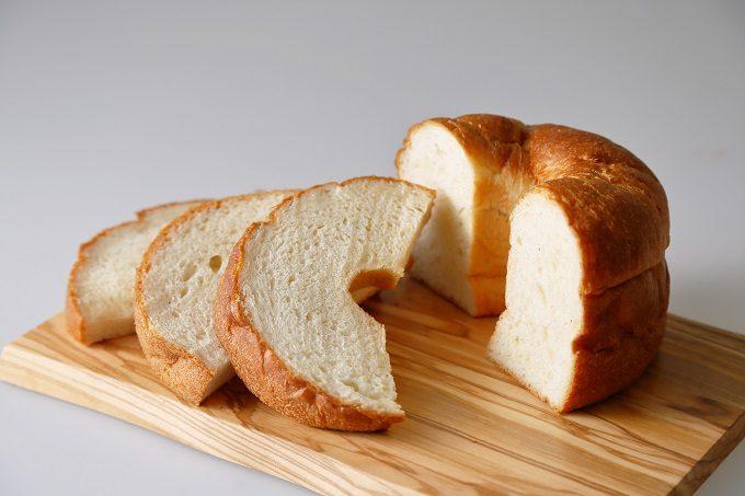 高徳院の大仏さまの福みみをモチーフにした食パン「大仏さまの福みみ」2