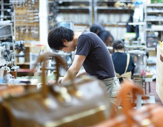「HERZ」の革のバッグ、製造工程