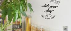 貼るだけでカフェ気分。壁をおしゃれに飾る「LiTTLE OWNER」のウォールステッカー