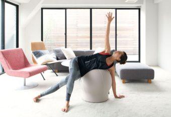 インテリアの邪魔にならない。椅子に座る感覚で体幹が鍛えられる「MAROOMS」