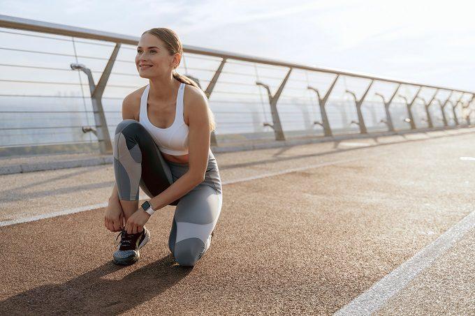 ジョギングをする前の女性