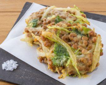 いつもの納豆がメインおかずに。サクッ&ねっとり食感がおもしろい「納豆のかき揚げ」