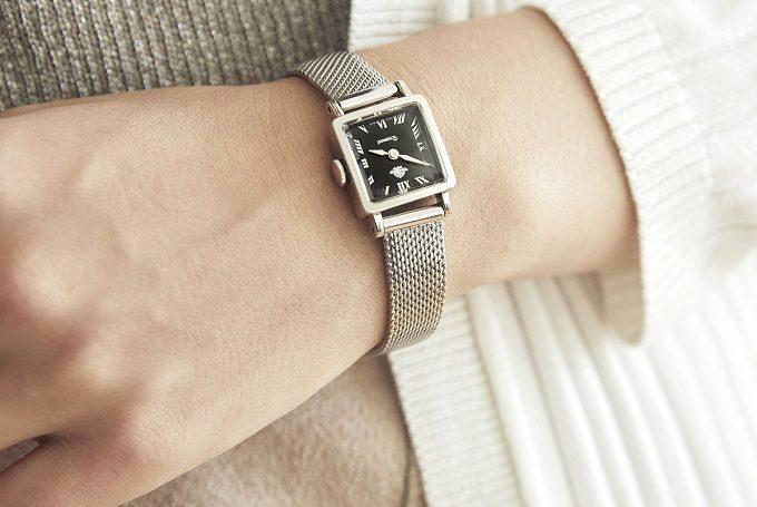 「Rosemont(ロゼモン)」のブラックの文字盤が印象的な新作腕時計 シルバー