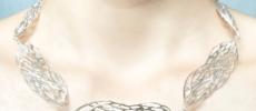 シルバーのメッシュ柄が美しい「ryuroru」のアクセサリー、ネックレス