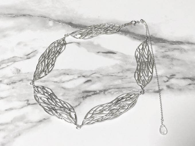 デザインソースは畳鰯。シルバーのメッシュ柄が美しく輝く「ryuroru」のアクセサリー