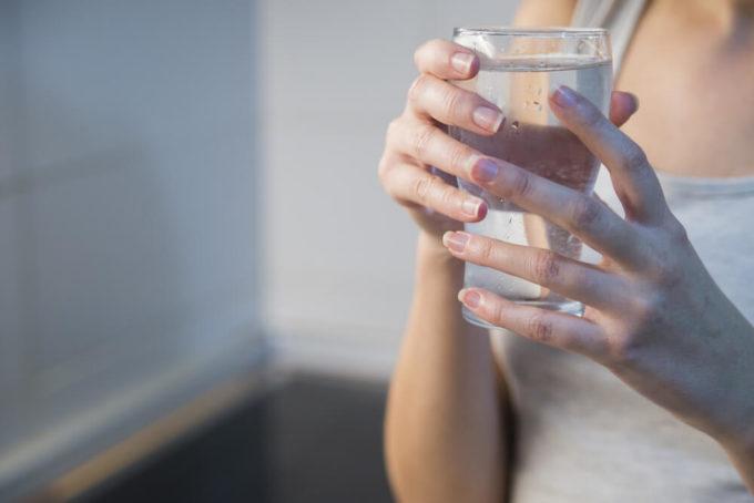 顔と足の「むくみ」の原因は日常生活と体質