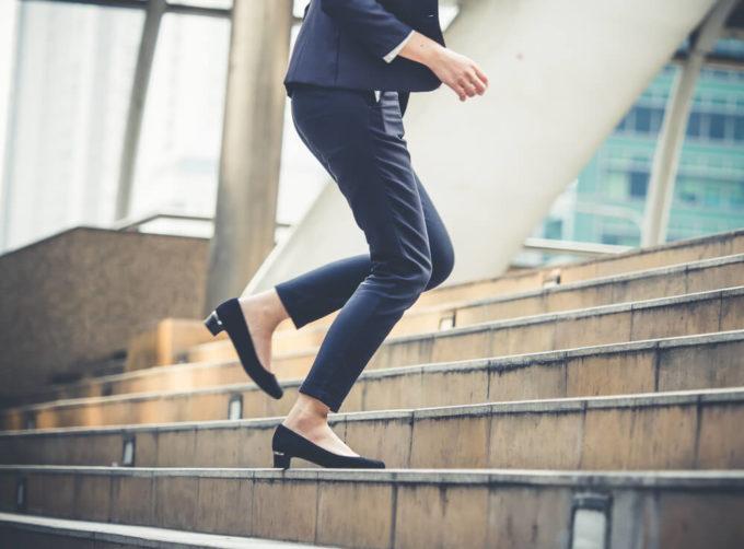 顔と足の「むくみ」の解消法は適度な運動による血行改善