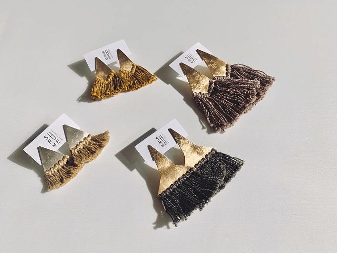 秋冬のファッションに温かみを添える「SURUME.」のフリンジピアス2