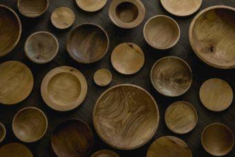 木工作家・高橋綾子さんに聞く、この秋おすすめの木の器と長く愛用するための使い方