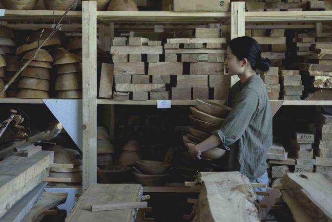 木工作家・高橋綾子さんの制作の様子1
