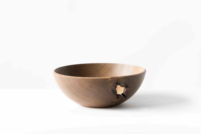 木工作家・高橋綾子さんの、穴があいた飾り鉢