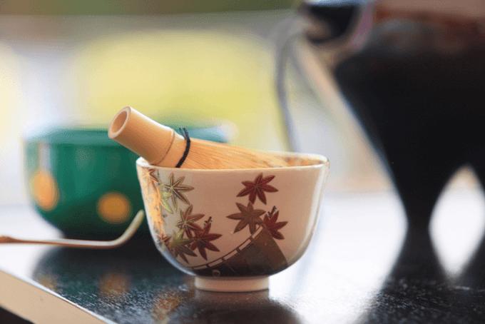 東急プラザ銀座のイベント「秋音の茶会 ~薄茶点前と秋風を後ろに秋の名曲を聴く~」