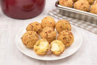 お弁当にもおすすめ。さつまいもの甘味とチーズの塩気が絶品「コロコロコロッケ」のレシピ