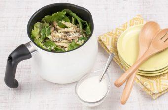 おいしく食べてお腹の調子を整える。食物繊維が豊富な「焼ききのこのサラダ」のレシピ