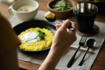 料理を美しく見せてくれる。「96KURO」のマットな黒色テーブルウェアで食卓を上質に