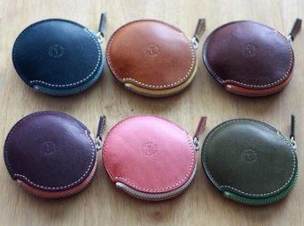 遊び心が潜んだ機能美あふれるデザイン。「Ad maiora!Designare」のミニ財布