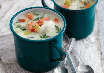 魚介の旨味とミルクのコクが格別。「真だらとスモークサーモンのチャウダー」の絶品レシピ