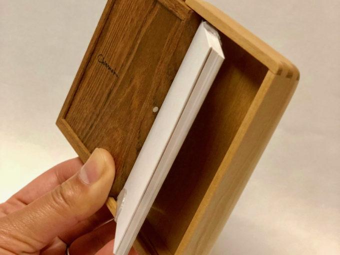 札幌の木工クラフト工房「チエモク」の手作りの木の名刺入れ