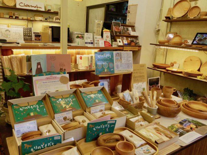 札幌の木工クラフト工房「チエモク」の店内