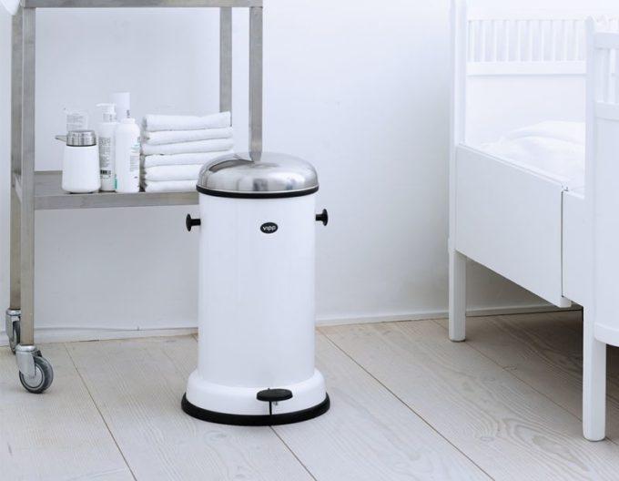 キッチンにおすすめのゴミ箱、vipp(ヴィップ)の トールタイプペダルビン