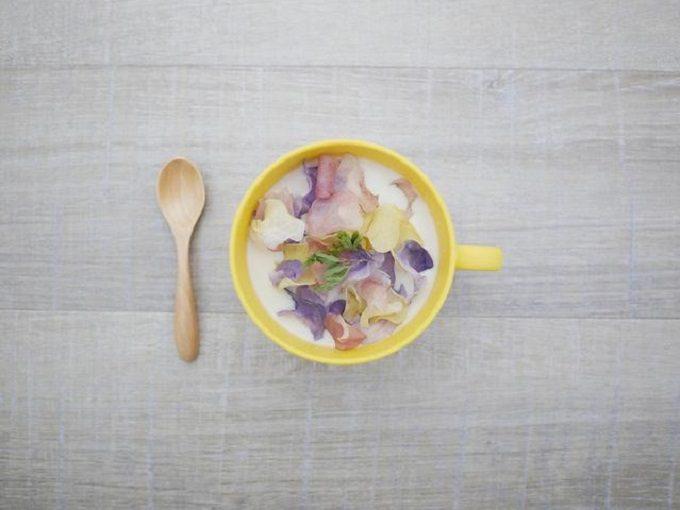 卓上のハナベジスープ写真