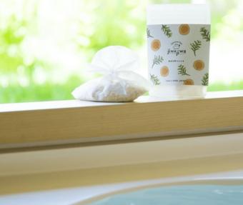 浴室で深呼吸したくなる。浮かべるだけで自然を感じる「jiwajiwa」のお風呂のハーブ