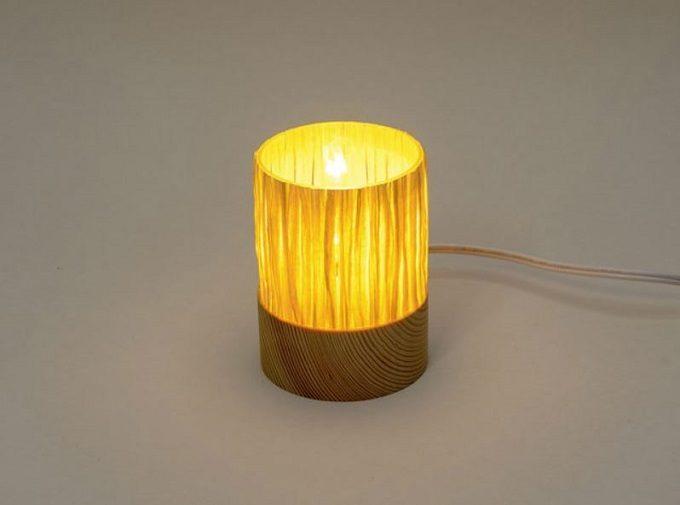 木材やガラスを使用した器や照明を作る「kico-kico.works」の空き瓶をリサイクルしたランプgekko AC1