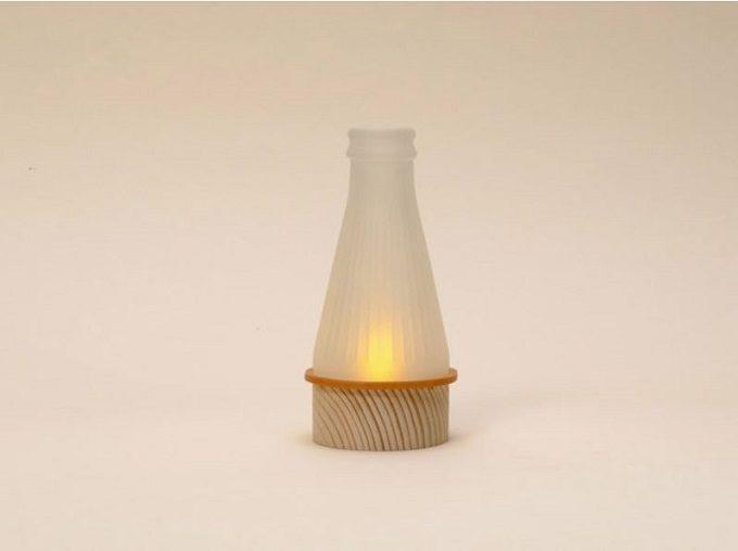 木材やガラスを使用した器や照明を作る「kico-kico.works」の空き瓶をリサイクルしたランプgekko AC2