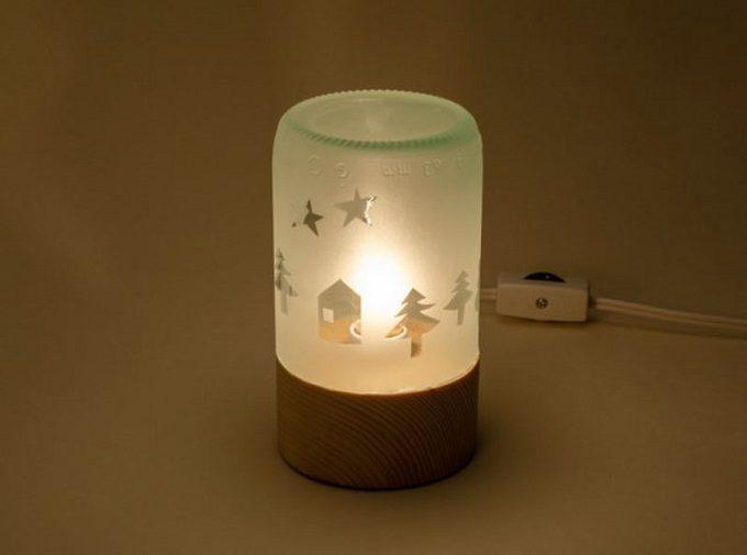 木材やガラスを使用した器や照明を作る「kico-kico.works」の空き瓶をリサイクルしたランプgekko AC3