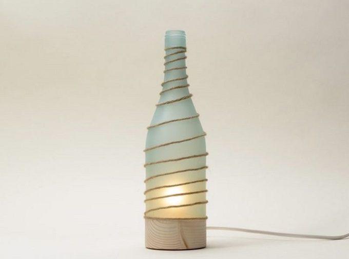 木材やガラスを使用した器や照明を作る「kico-kico.works」の空き瓶をリサイクルしたランプ「あぜみち」