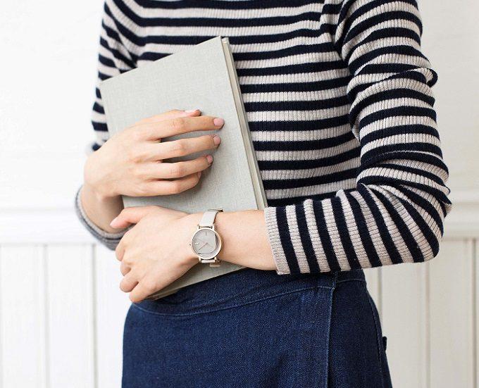 秋冬におすすめ「KLASSE14」の腕時計、装着例2