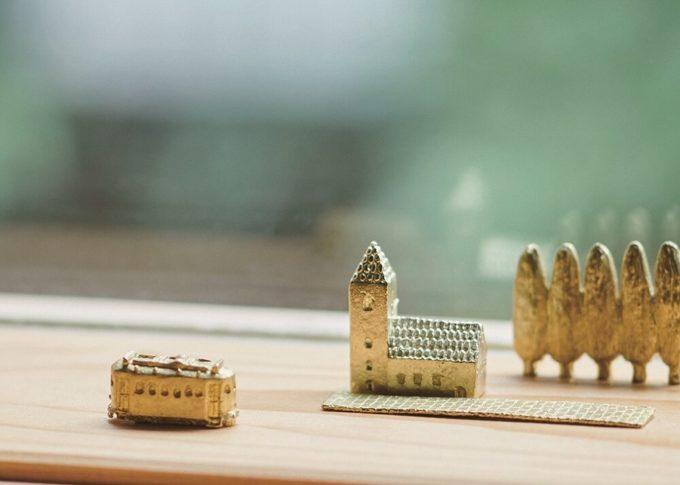 「穀雨」の真鍮製オブジェ「どこか遠くにある街」1